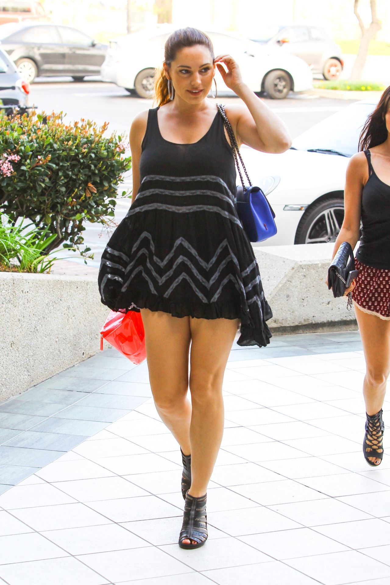 Kelly Brook Shows Off Her Legs In Mini Dress U2013 Out In Santa Monica