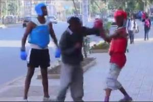 MUST WATCH! Funny Boxing on a street – Soldi Prank