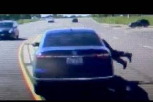 Man jumps into car to save seizure victim