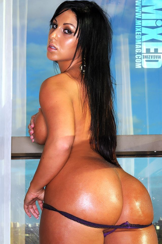 Oiled Up Huge Booty Ho Sucks
