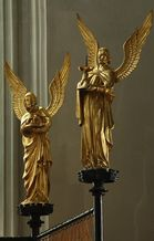 Angels around the Altar