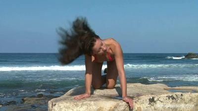 Bikini Pleasure 15 02 13 Amybell Lupa