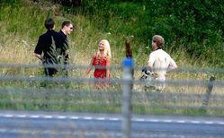 VISTE BRYSTENE: Stine fra Kløfta vakte oppsikt på E6 i august.FOTO