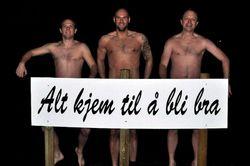 Disse tre karene ofret både seg og sitt for et nakenbilde foran Oddas