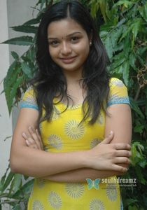 Actress « Yaamini « Cute yamini pictures « Cute young sexy girl