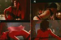 Jessica Biel aparece nua e fazendo pole dance em filme