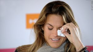Tennis Star Amelie Mauresmo Honored in Paris ? French former tennis