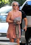 Braless Britney Spears reveals side boob in pink halter dress | Mail
