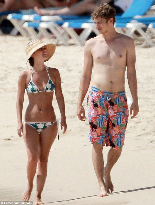 Rachel Bilson Sports Bikini While Pregnant In Barbados With Boyfriend Hayden Christensen Pictures