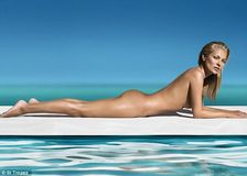 Now that's one way to show off your streakfree tan! Kate Moss wows as