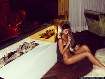 Rihanna Naked: Star Forgets To Wear Her Pants In New Photos (PICS)