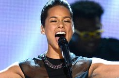 Alicia Keys' Underboob During Grammys 2013 Performance Is A Tad