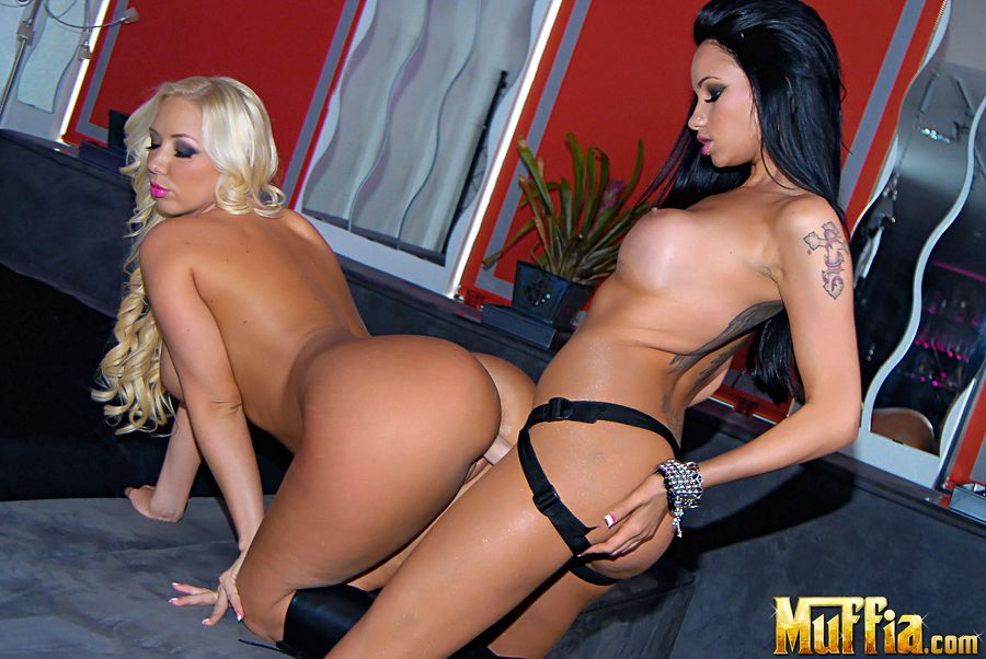 Molly Cavalli And Raven Bay