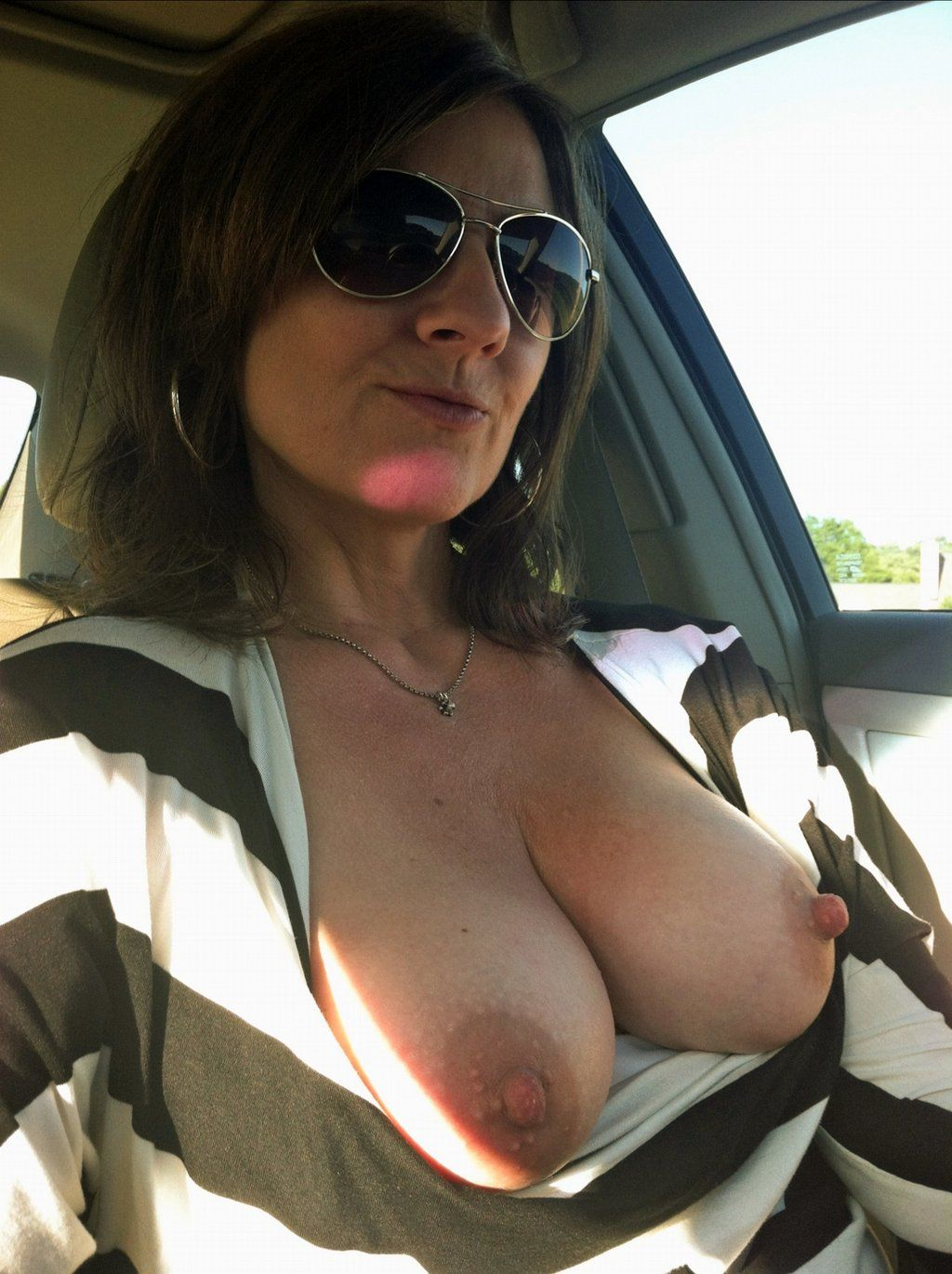 [Amateur MILF] Quite a distraction