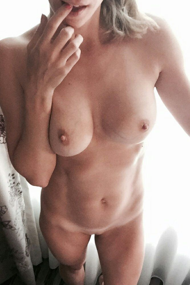 [Amateur MILF] When this pic is sent to you you don't tell her no.
