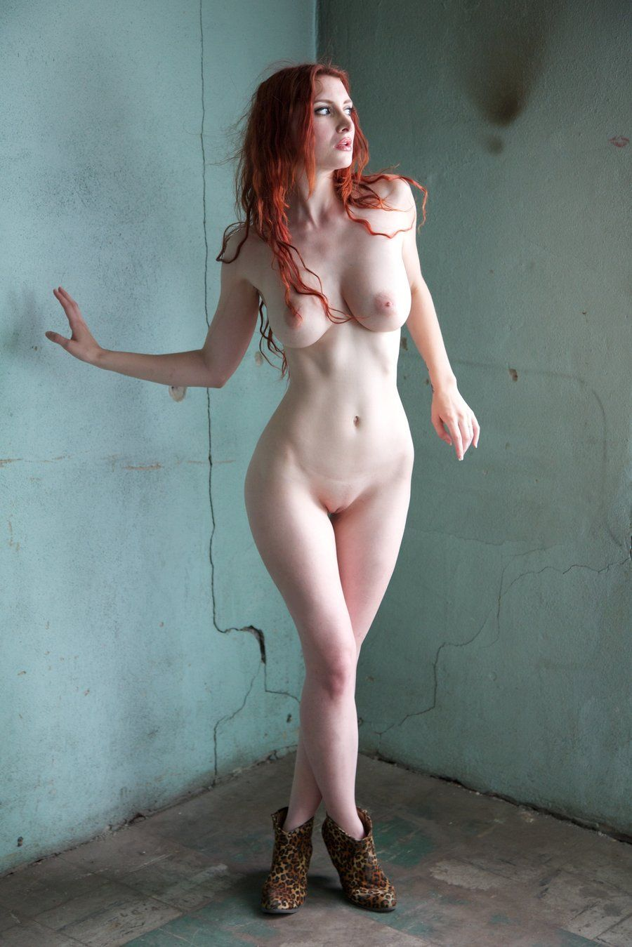 Nude redhead with /r/ChildbearingHips