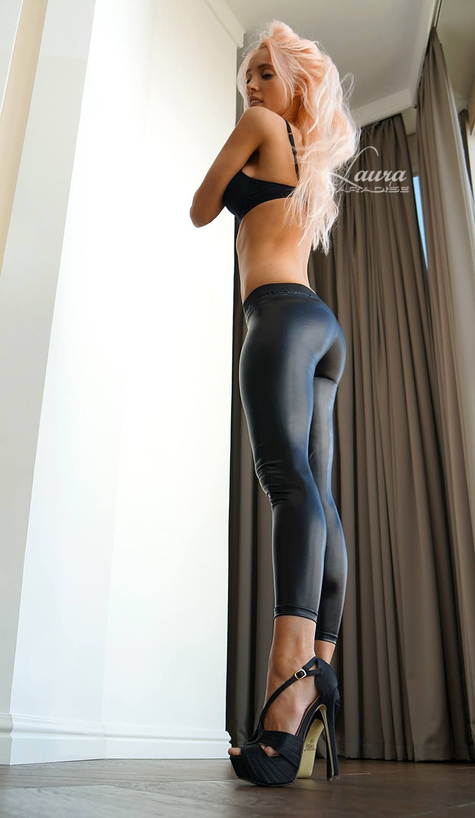 [Yoga Pants] High heels