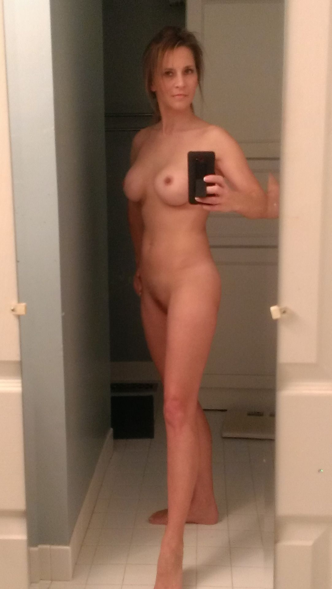 [Amateur MILF] Posing with confidence