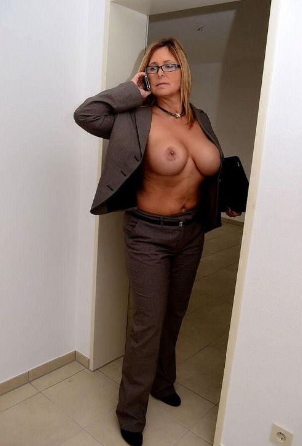 [Amateur MILF] When your boss calls you!!