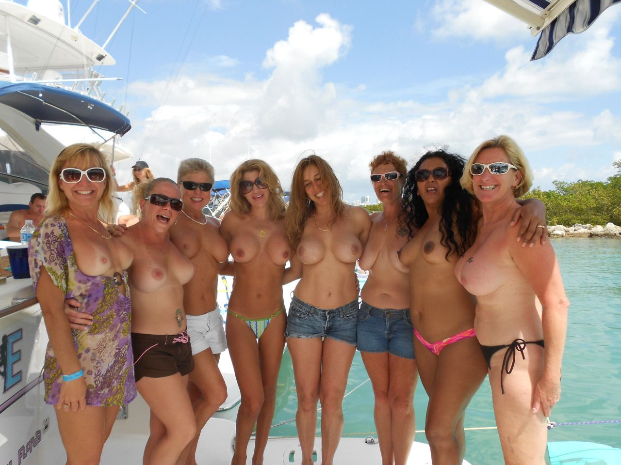 [Amateur MILF] Group of Cougars