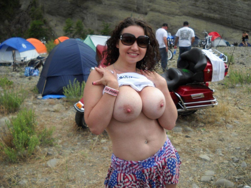 [Busty Amateurs] At the biker rally