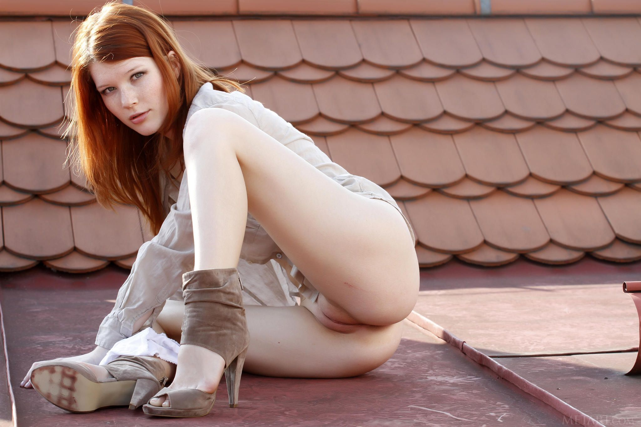 [Redhead Amateurs] On the roof
