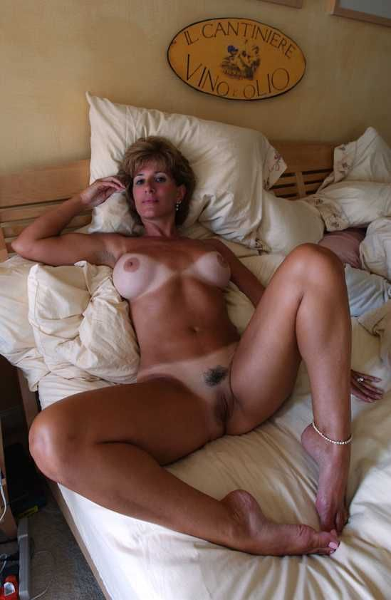 [Amateur MILF] She has a spot just for you