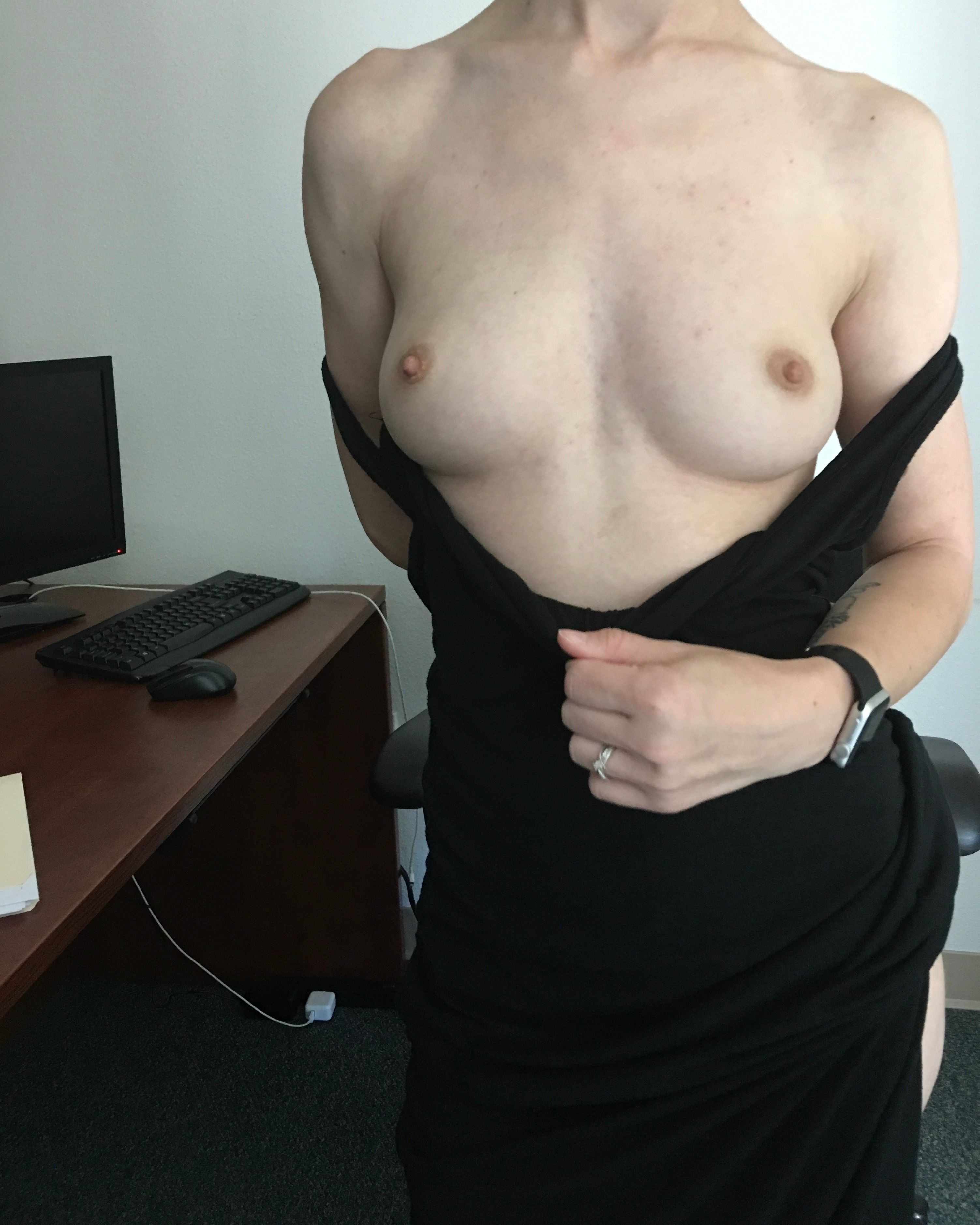 [Petite Amateurs] Please don't tell my boss [F]
