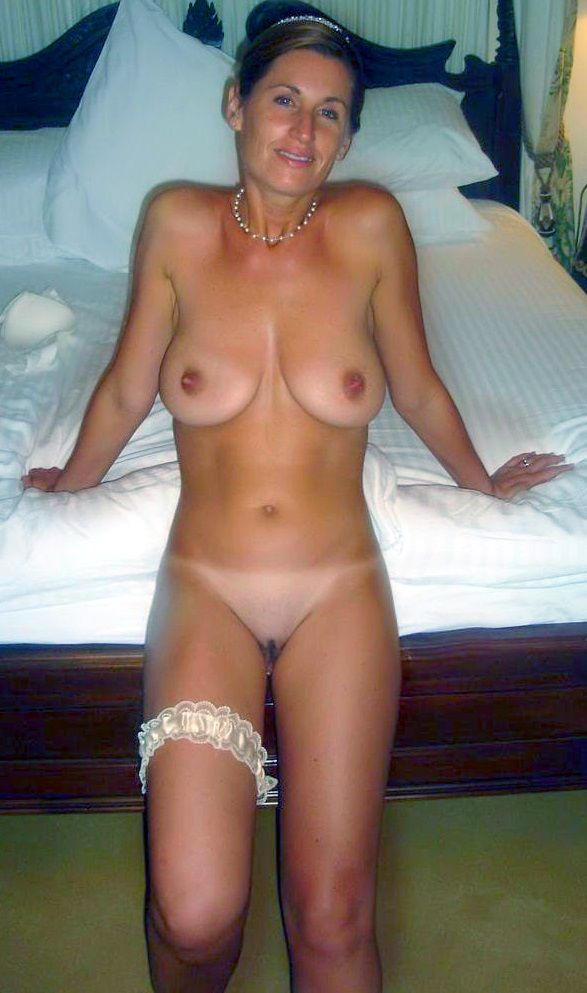 [Amateur MILF] One garter