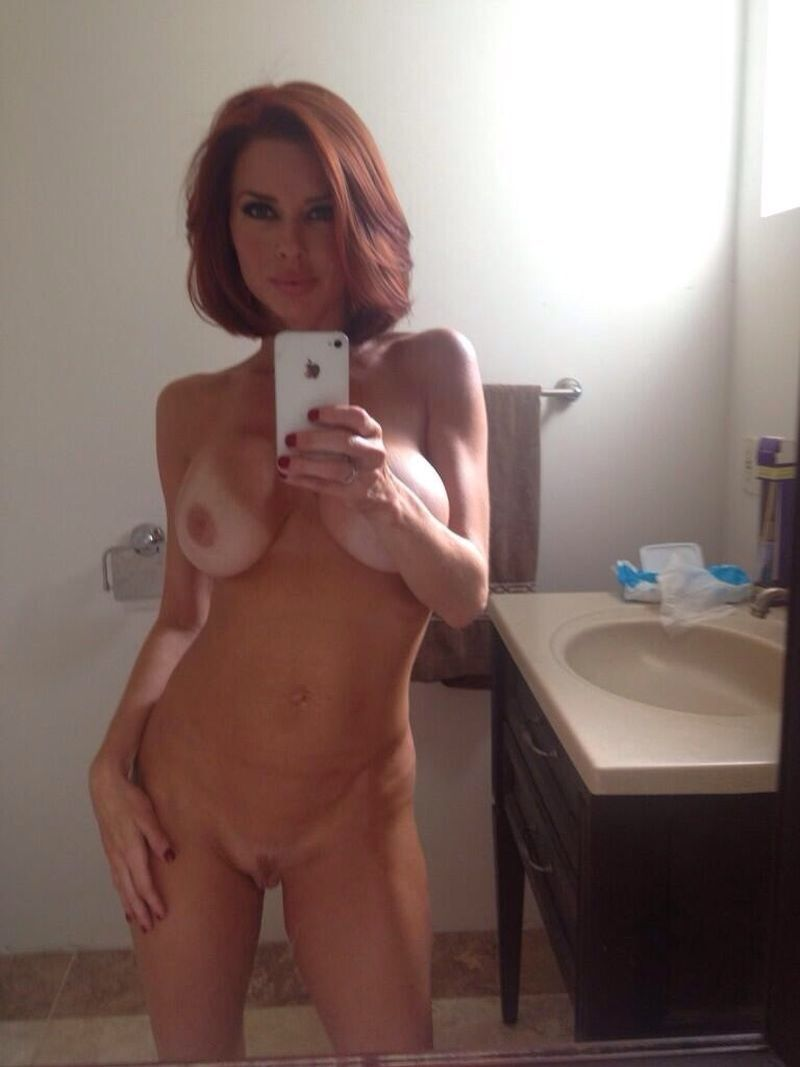 [Amateur MILF] Super Cougar with hot body and tanlines, selfie