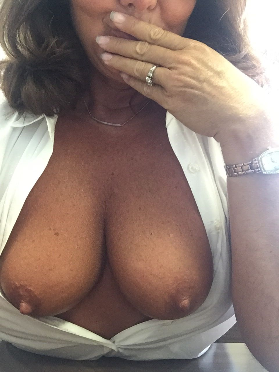 [Amateur MILF] Topless at work!