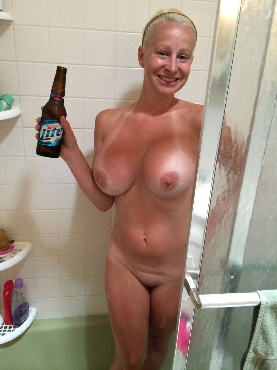 [Amateur MILF] She Loves A Shower Beer!