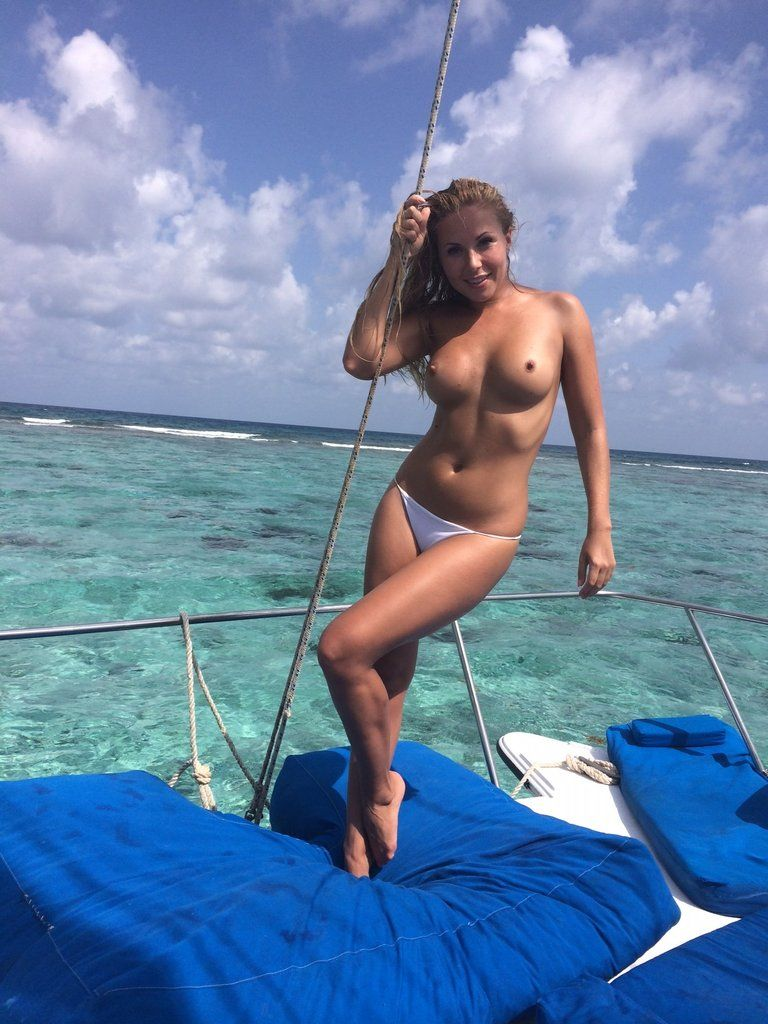 [Amateur MILF] Navigating the shallows