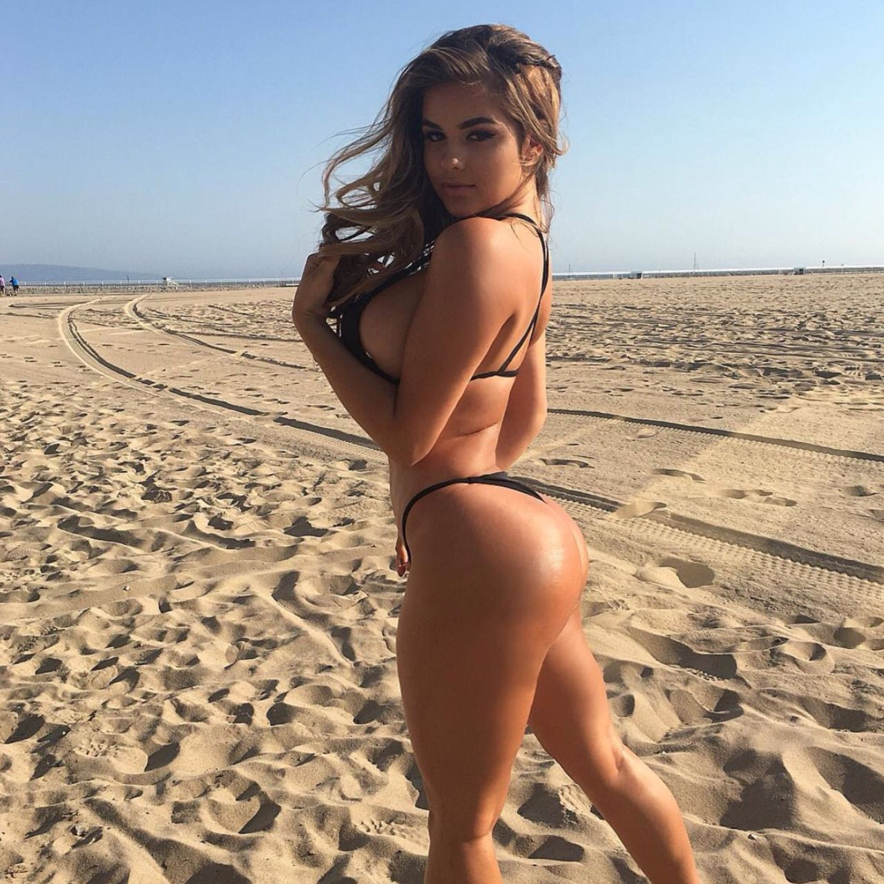 [Amateur Ass] Fresh sand