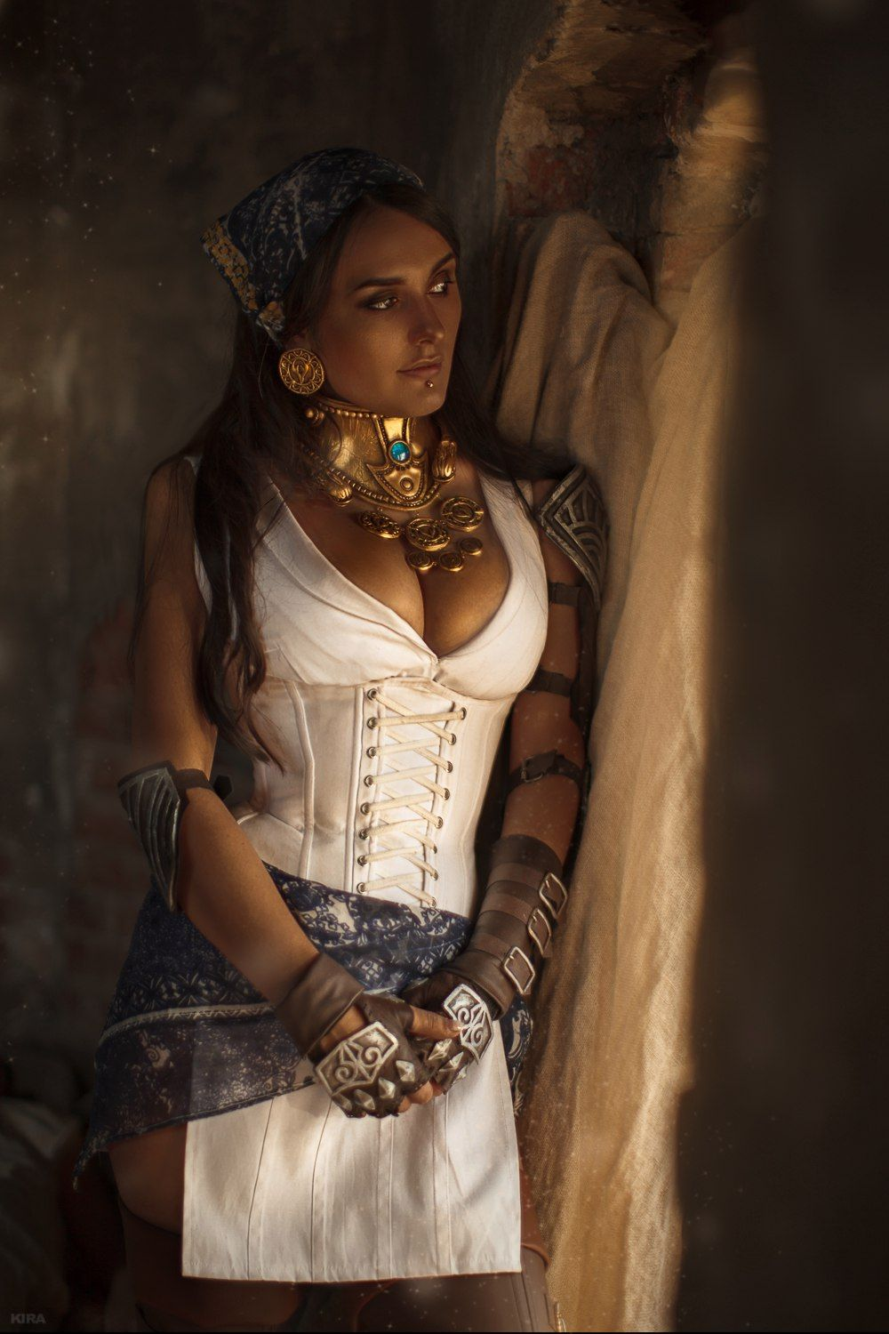 [Sexy Cosplay] Dragon Age – Isabella at the Hanged Man by Valeria Lavkhaeva