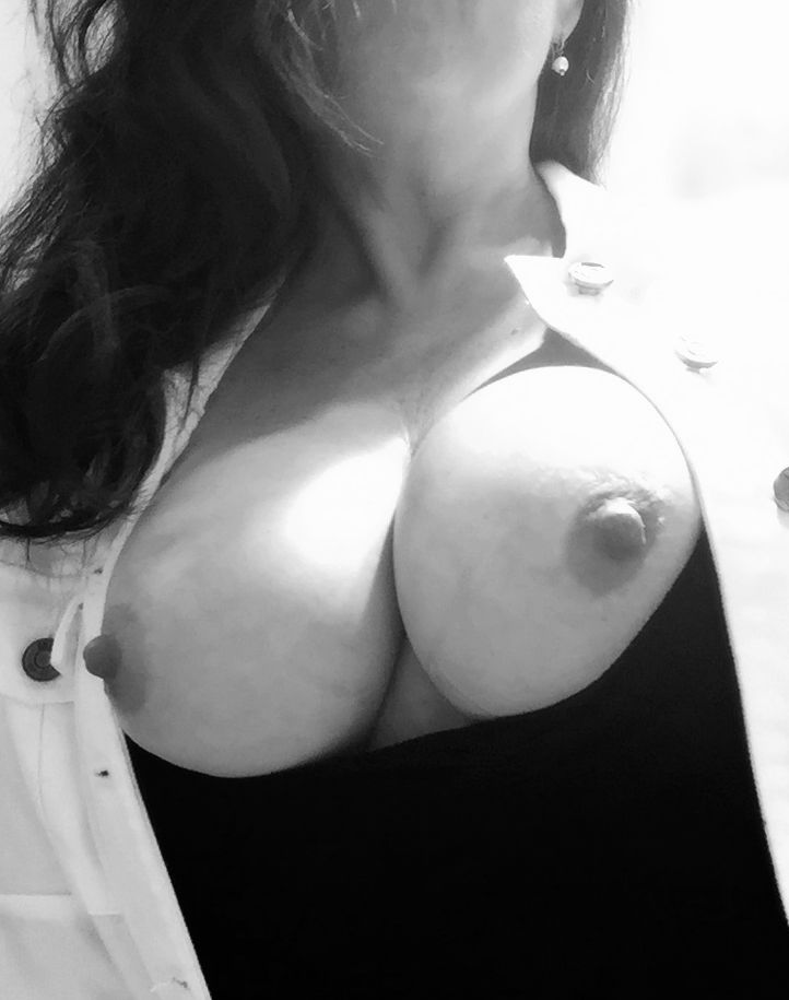 [Wife Porn Pics] Her nipples get hard when thinking about sharing her tits!