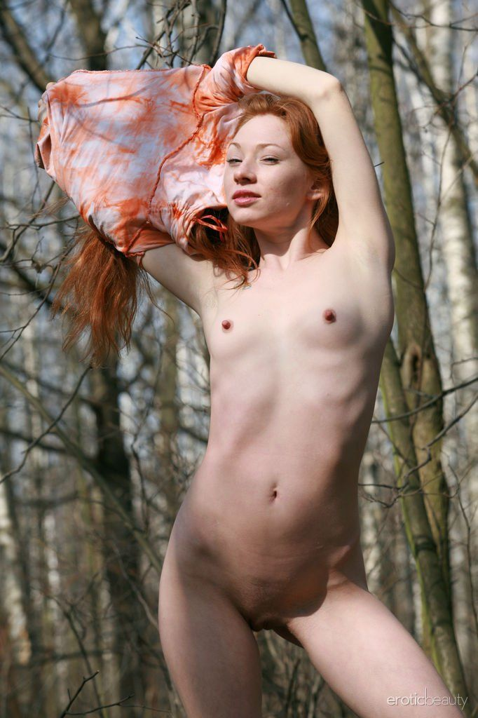 [Redhead Amateurs] Petite nude ginger outdoors