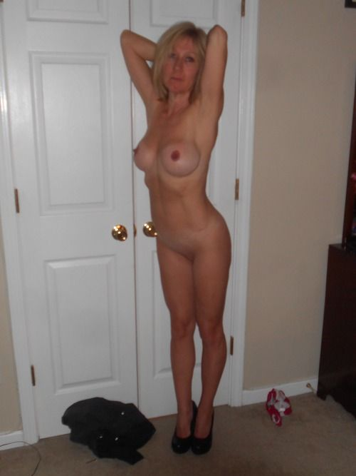 [Amateur MILF] Tight bodied MILF