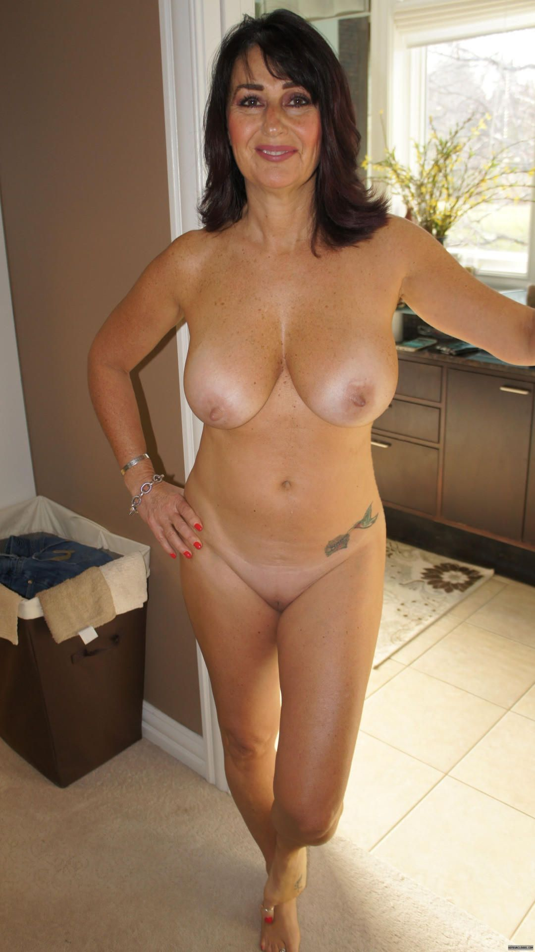 [Amateur MILF] Welcoming smile