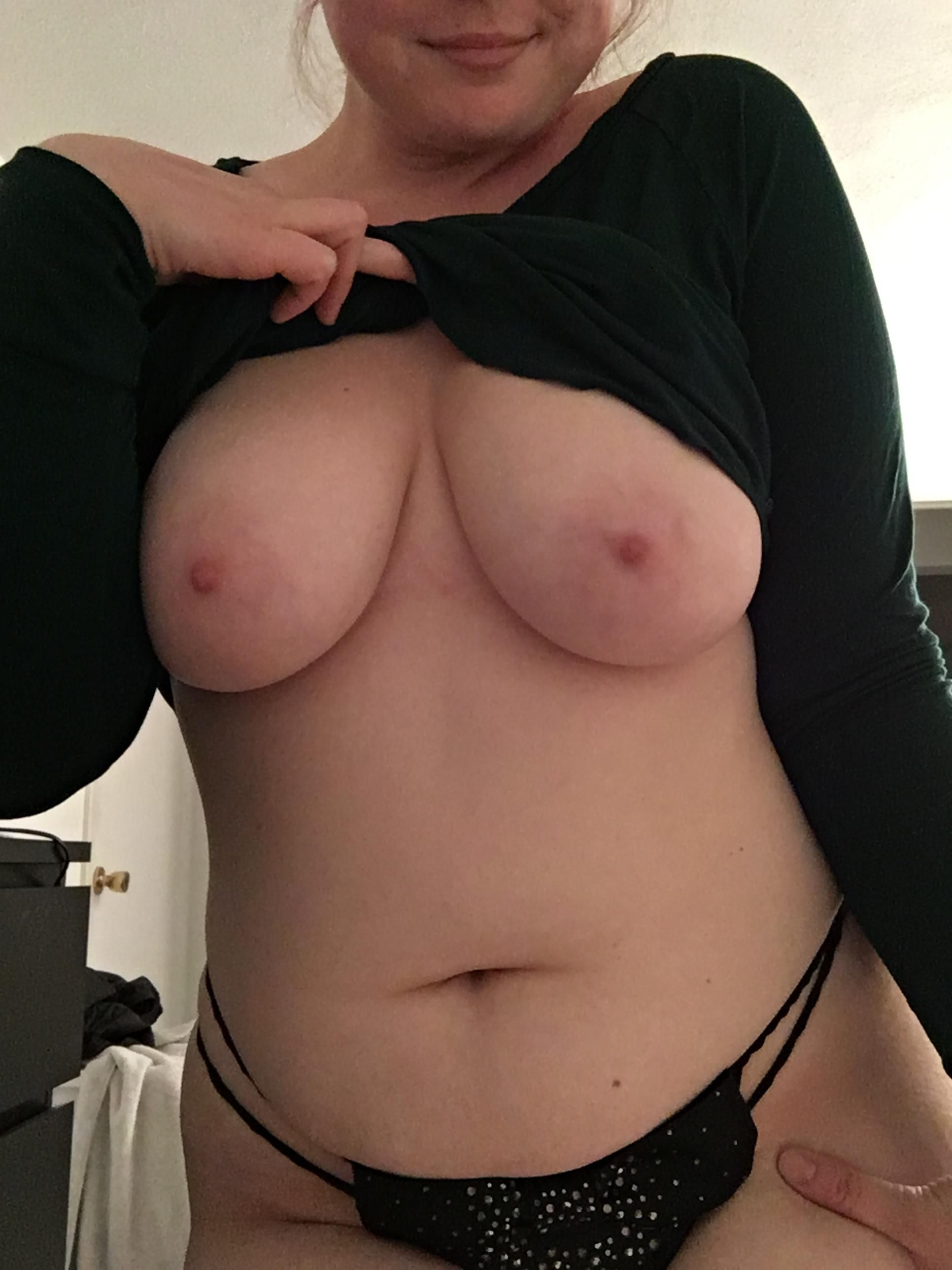 [Curvy Amateurs] Had a long day… Can you make me feel better 😉