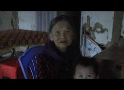 Đồng chí Nguyễn Văn Thắng PBTTT HU tặng quàtết