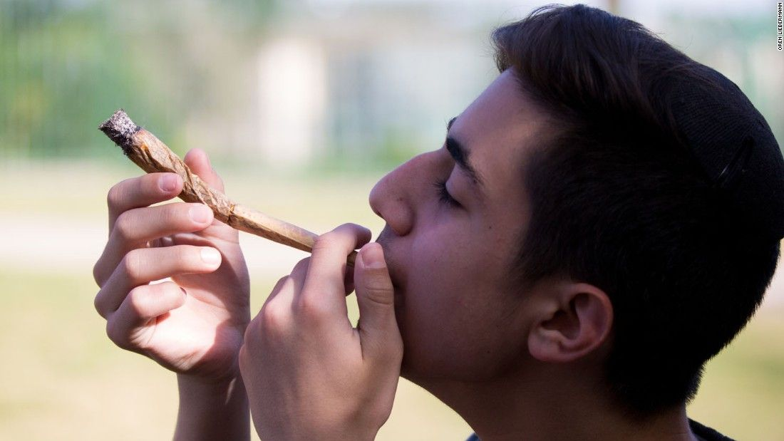 Hundreds Israeli pot smokers celebrate unofficial 'Weed Day'