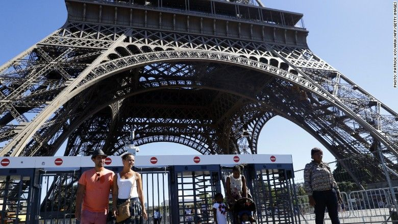 Eiffel Tower to get glass protective walls