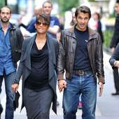 Previous Next Halle Berry And Olivier Martinez Hold Hands As They