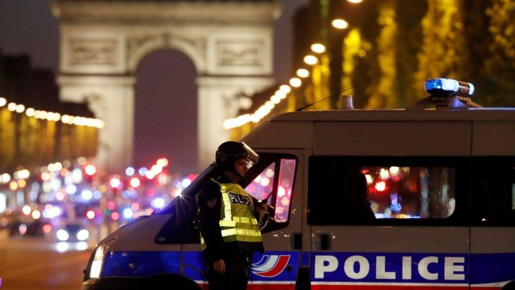 Policeman and suspected gunman shot dead in Paris 'terror attack' - BBC News