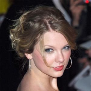 Taylor Swift Nagid With No Colths