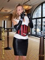 lady-ann-smoking_fetish_lady_ann_leather_high_heels-tns0 jpg