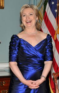 Hillary Clinton's Kennedy Center Dress: 'Dynasty' Or Dazzling? (PHOTO