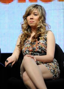 Jennette McCurdy, close-up, legs 2gy0sua jpg