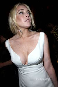 Lindsay Lohan: Upskirt as she leaves a Club in Paris, Sep 30 - Lindsay